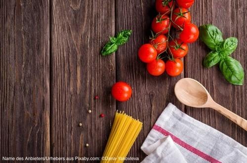 Spagetti und Tomaten